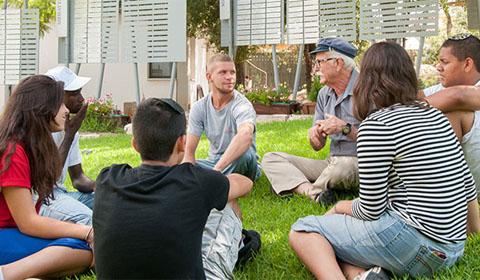 שיחה קבוצתית בפנימייה הדתית
